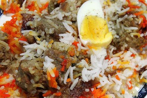 Briyani – Pikante Reispfanne mit Fleisch, Ei und Gemüse.