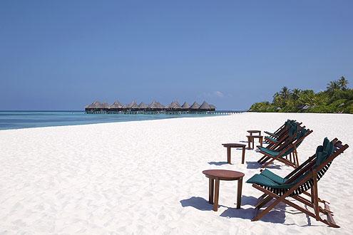 wunderschöner Strand auf der Insel Coco Palm Dhuni Kolhu, Sonnenuntergansseite