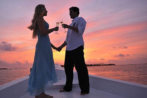 Sunset Cruise auf der Insel Coco Bodu Hiti, anstossen mit Champagner