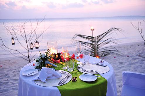 Dinner für Hochzeitsgäste auf der Insel Hideaway Beach Resort & Spa auf den Malediven