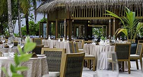Restaurant Dhonveli auf der Insel Mirihi, Malediven