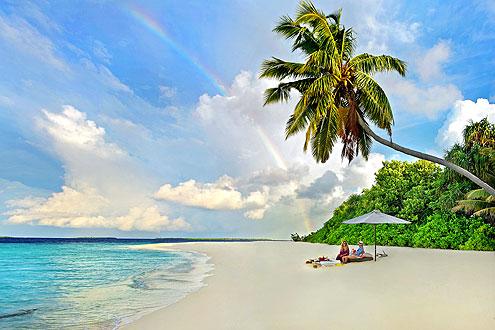 Picknick an einem einsamen Strand auf den Malediven
