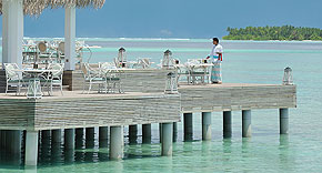 Restaurant Ocean Breeze auf der Insel Ayada Maldives, Malediven