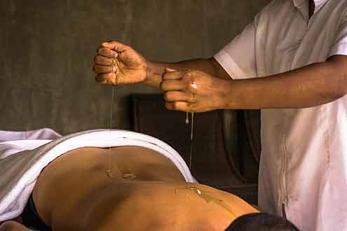 Anwendung in einer Kur im Santani Wellness Resort & Spa Sri Lanka