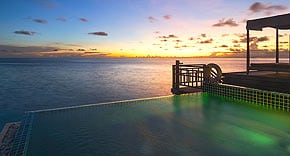 Sunset Water Pool Villa vom Outrigger Konotta Maldives
