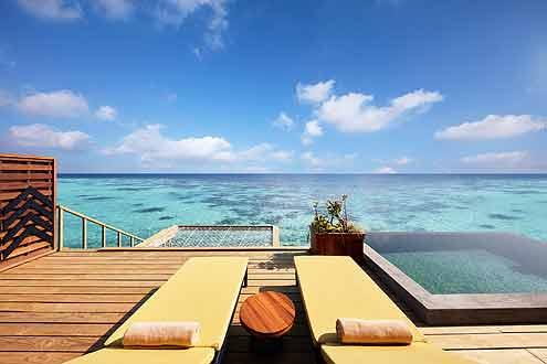 Terrasse mit Hammock und Blick auf den indischen Ozean