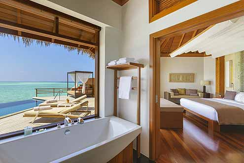 in neuem Glanz erscheint die Wasser Villa mit Pool auf der Insel Baros Maldives