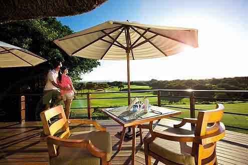 gediegene Atmosphäre auf dem Golfplatz vom Hotel Constance Belle Mare Plage
