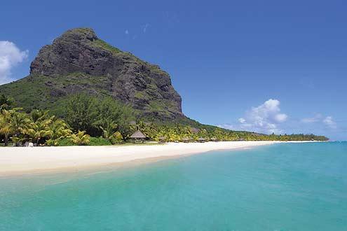 das Hotel liegt am Fusse des bekannten Berges Le Morne auf Mauritius