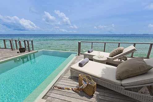 geräumige Terrassen mit eigenem Pool
