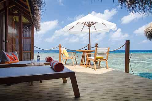 gemütliche Terrasse mit genügend Privatsphäre auf einer Wasser Villa