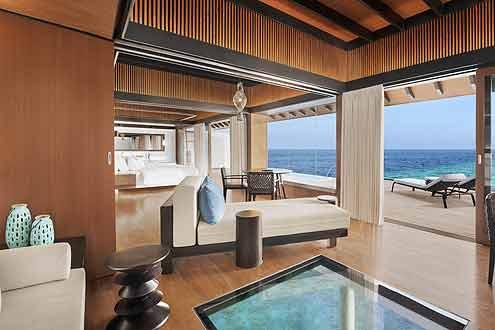 elegant und zeitlos erscheinen die Wasser Pool Villen auf der Insel Westin Maldives Miriandhoo