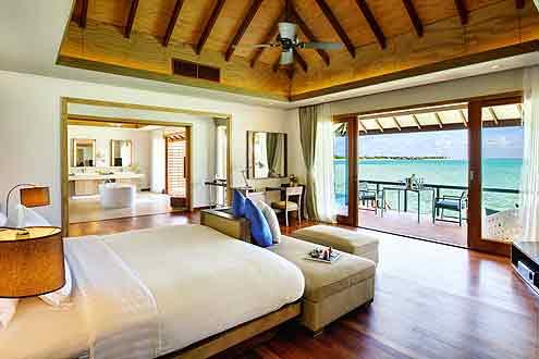 Deluxe Wasser Villa mit Pool auf der Insel Hideaway Beach Resort & Spa - Malediven