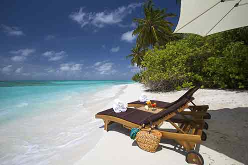 schöner Strand auf der Insel Atmosphere Kanifushi - Malediven