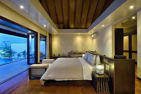 Sunset Beach Villa mit Pool auf der Insel Atmosphere Kanifushi - Malediven